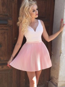 2018 New Arrival Cute A Line V Neck Backless Pink and White Homecoming Dress with Beading