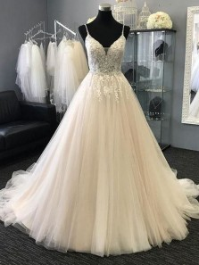 Luxurious Ball Gown V Neck Spaghetti Straps Open Back Tulle Beaded Wedding Dresses with Applique