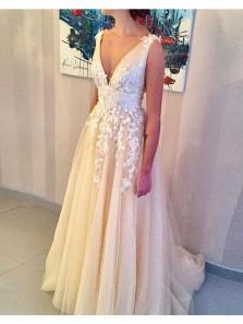Gergeous A Line V Neck Charming Tulle White Applque Wedding Dresses