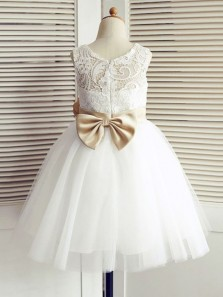 Cute A Line Round Neck Tulle White Lace Flower Girl Dresses with Bow
