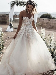 Elegant Ball Gown Sweetheart Backless Appliques Long Wedding Dresses