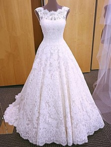 Gorgeous Elegant Round Neck Backless White Lace Long Wedding Dresses with Train, Vintage Wedding Gown
