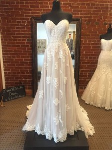 Gorgeous A Line Sweetheart Champagne Tulle & Ivory Lace Long Wedding Dresses with Train
