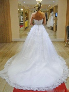 Gorgeous Ball Gown Sweetheart White Beaded Lace Long Wedding Dresses with Train