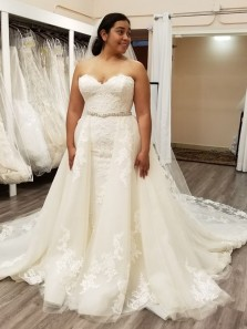 Elegant Ball Gown Sweetheart Lace Wedding Dresses with Beading, Plus Wedding Dresses