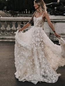 Gorgeous Ball Gown Scoop Neck Floral 3D Lace Wedding Dresses