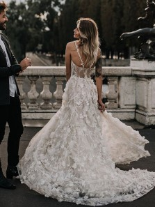 Gorgeous Ball Gown Scoop Neck Floral 3D Lace Wedding Dresses