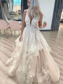 Charming Ball Gown V Neck Open Back Champagne Tulle Wedding Dresses with Lace