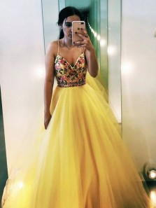 Cute Ball Gown V Neck Spaghetti Straps Yellow Tulle Prom Dresses with Appliques