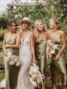 Simple Sheath Scoop Neck Spaghetti Straps Hunt Green Silk Satin Tea Length Bridesmaid Dresses Under 100 BD2032301