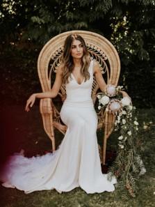 Charming Mermaid V Neck White Satin Wedding Dresses with Train