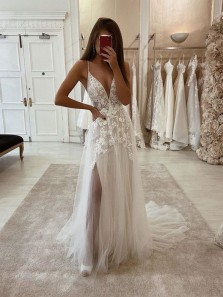 Charming A Line V Neck Spaghetti Straps Split Tulle Wedding Dresses with Appliques