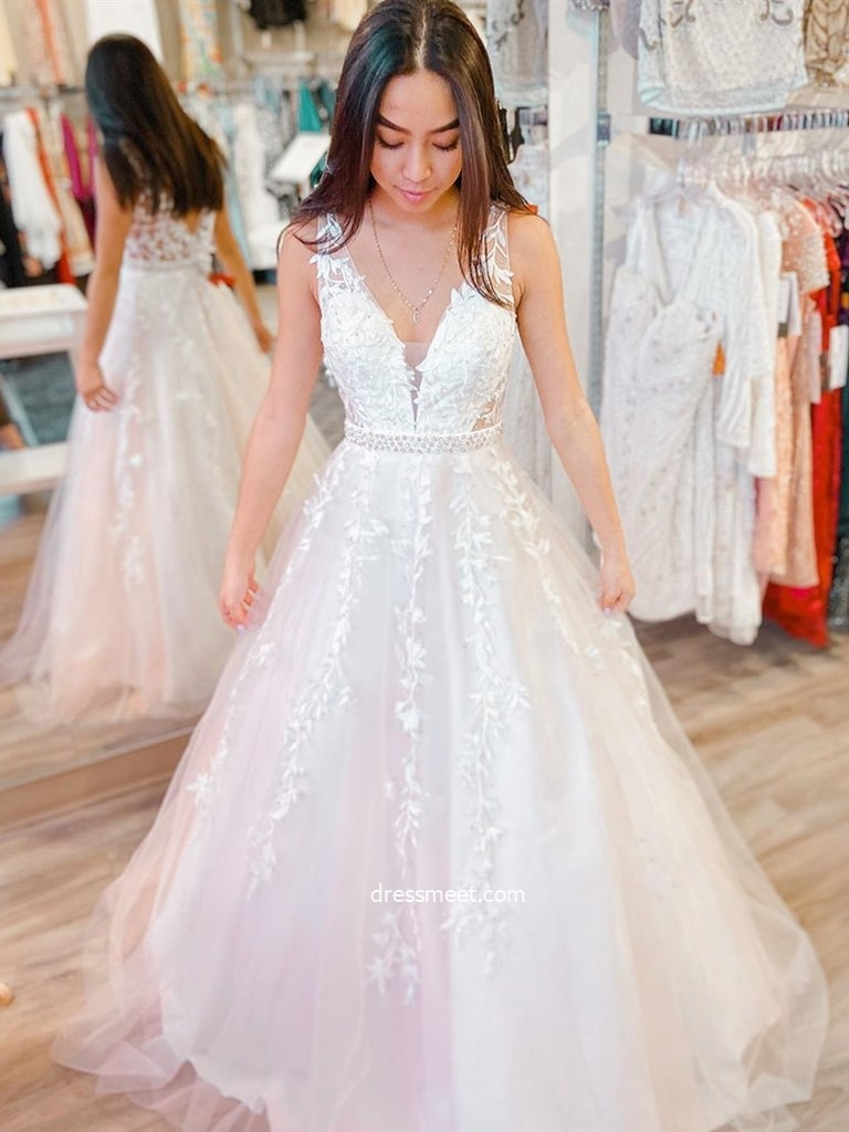 Cute A Line V Neck White Tulle Prom Dresses with Appliques