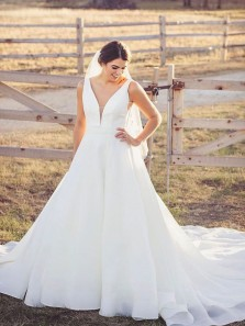 Elegant Ball Gown Deep V Neck Open Back White Organza Wedding Dresses, Retro Bridal Dress