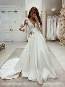 Retro & Fashion Ball Gwon V Neck Long Sleeves Satin Wedding Dresses with Appliques