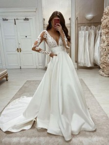 Retro & Fashion Ball Gwon V Neck Long Sleeves Satin Wedding Dresses with Appliques