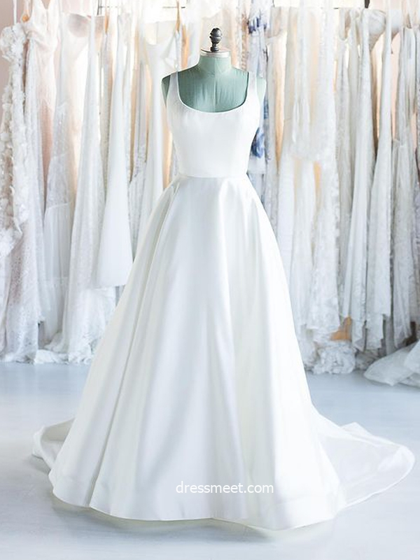 Fashion Ball Gown Scoop Neck Open Back Satin Long Wedding Dresses with Button