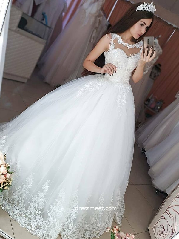Ball Gown Round Neck Tullw White Wedding Dresses with Appliques and Beading