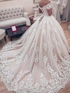Luxurious Ball Gown Off the Shoulder Ivory Lace Wedding Dresses with Appliques